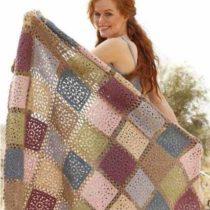 Одеяло из ажурных квадратов
