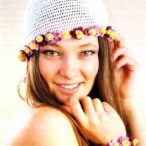 Шапочка-сетка и цветочный браслет