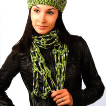 Зелёный комплект: берет и шарф крючком